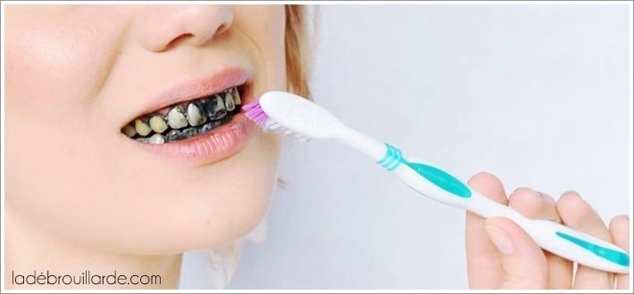 avoir les dents blanches avec du charbon
