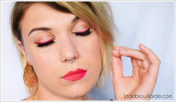 Maquillage eye liner rose