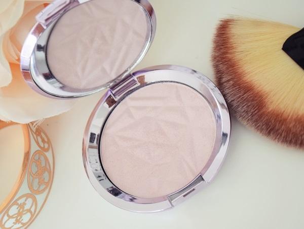 Dupe de l'Highlighter Shimmering Skin Perfector Pressed Prismatic Amethyst de BECCA