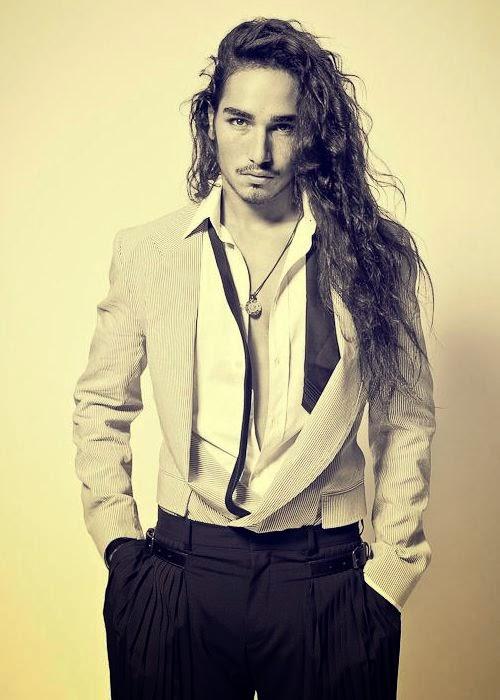homme Cheveux Longs