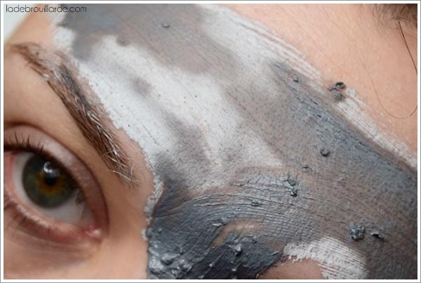 La peau pâle les yeux battus chez lenfant