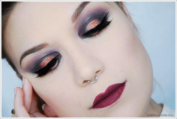 Tutoriel maquillage smoky violet yeux vert