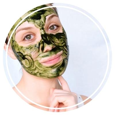 la spiruline en soin visage 3 recettes de masque pour une peau plus nette. Black Bedroom Furniture Sets. Home Design Ideas