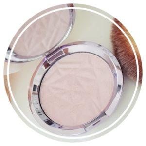 Le Dupe de l'Highlighter Shimmering Skin Perfector Pressed Prismatic Amethyst de BECCA Existe et pour 10€