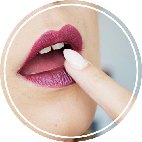 transformer son rouge à lèvre en metallique