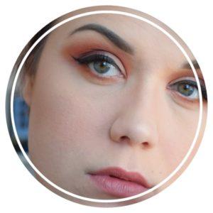 Maquiller ses sourcils avec un gel sourcils pommade
