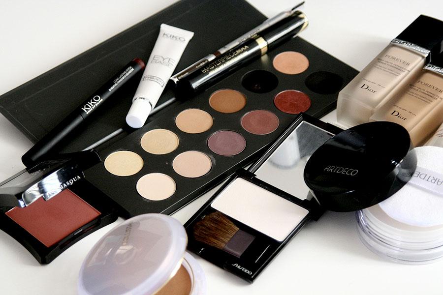 arreter de sur consommer maquillage cosmetique